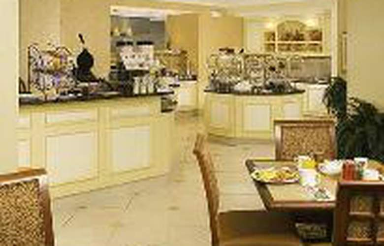 Hilton Garden Inn Plymouth - Restaurant - 3