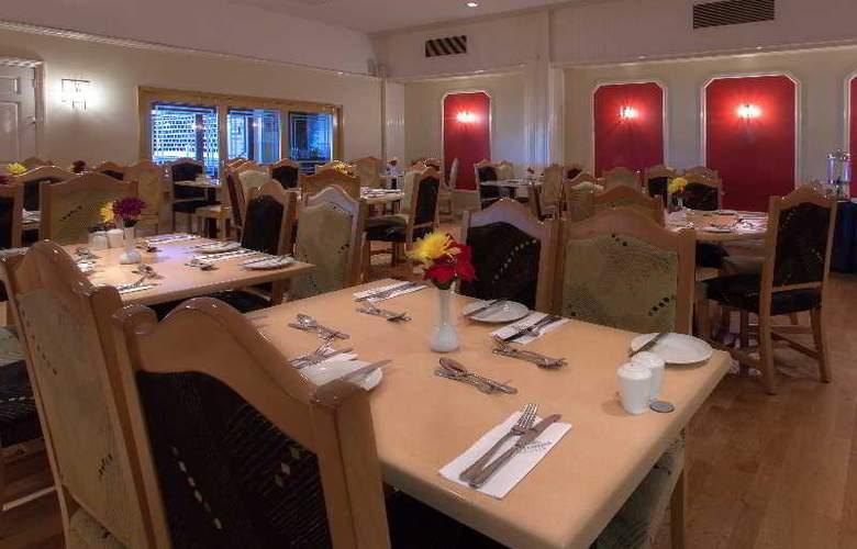 Russ Hill Hotel - Restaurant - 14