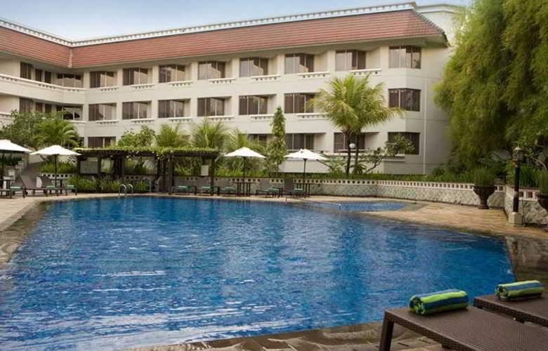 Santika Premiere Yogyakarta - Pool - 7