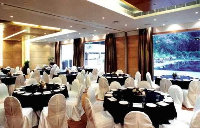 Qutab Clarion Collection - Restaurant - 6