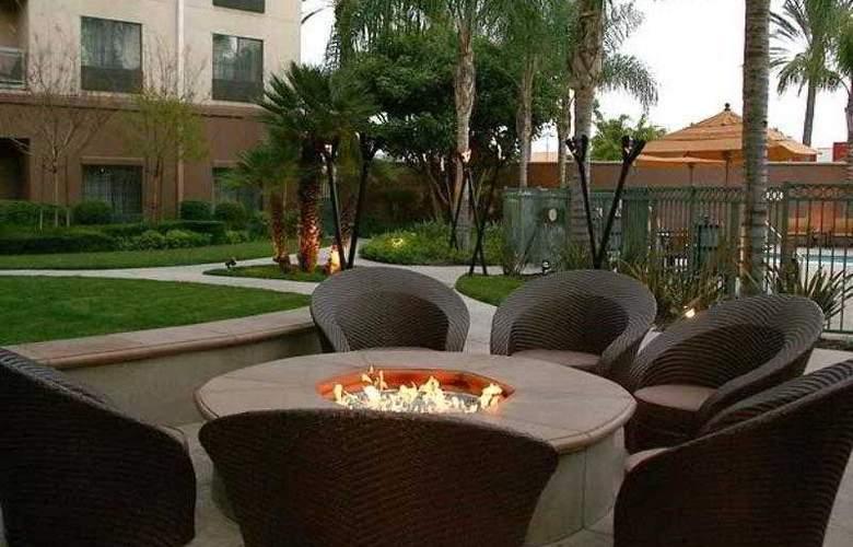 Courtyard Los Angeles Burbank Airport - Hotel - 14