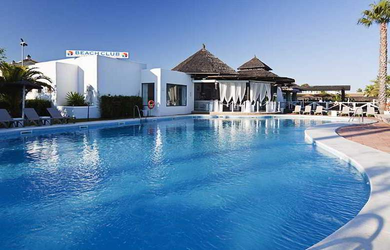 DoubleTree by Hilton Islantilla Beach Golf Resort - Pool - 7