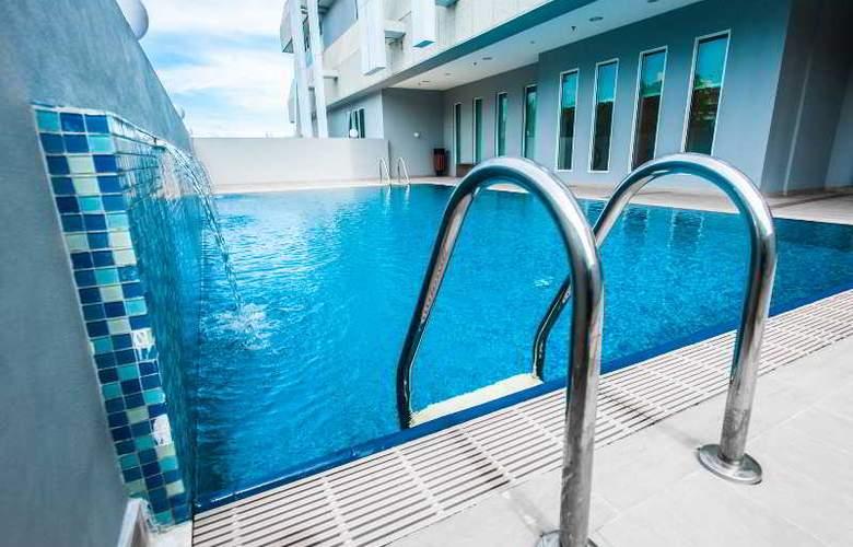 Badi'ah Hotel - Pool - 3