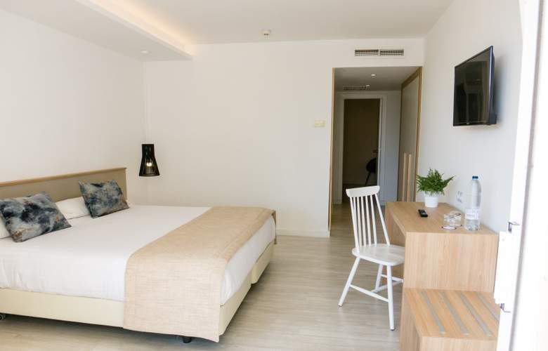 Globales Cala Bona Suites - Room - 11