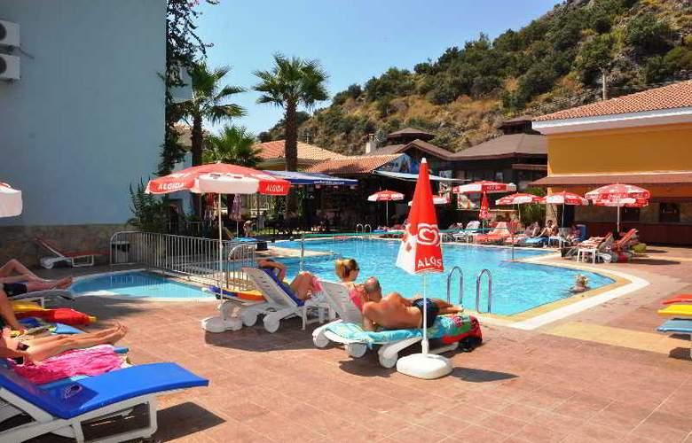 Montebello Beach Hotel - Pool - 10