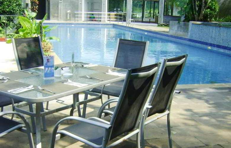 Oaktree Emerald Semarang - Pool - 3