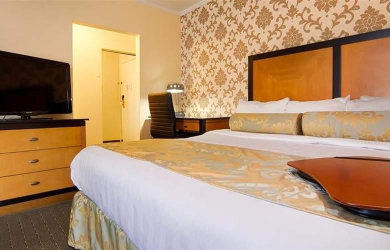 Best Western Plus St. Charles Inn - Room - 56