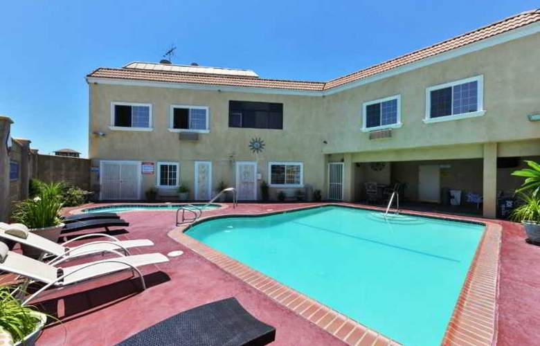 Americas Best Value Inn and Suites  El Monte - Pool - 3