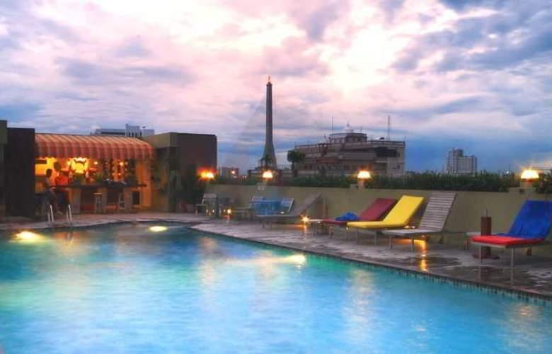 Nouvo City Hotel - Pool - 25