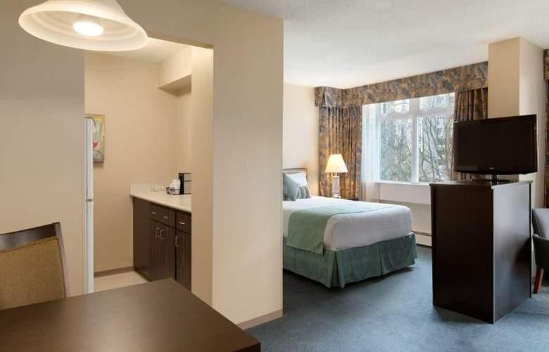 Coast Plaza Hotel & Suites - Room - 3