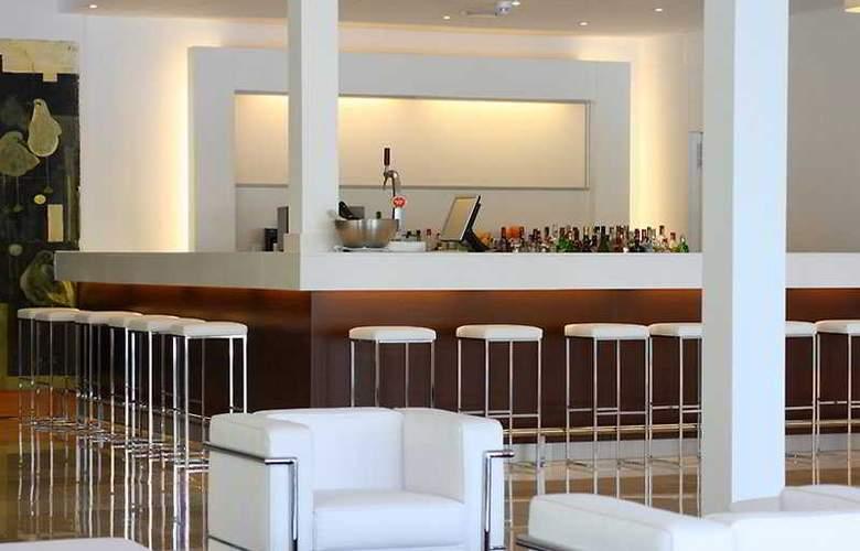Las Gaviotas Suite Hotel - Bar - 9