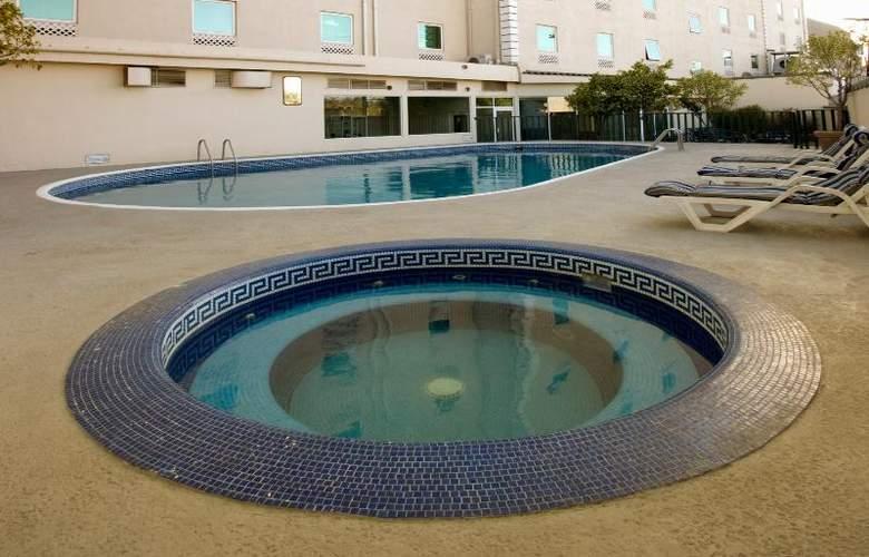 Antarisuite Galerías - Pool - 11
