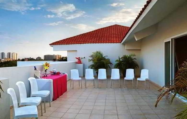 Comfort  Inn Puerto Vallarta - Terrace - 26