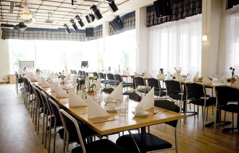 BEST WESTERN Hotel Tranas Statt - Restaurant - 21