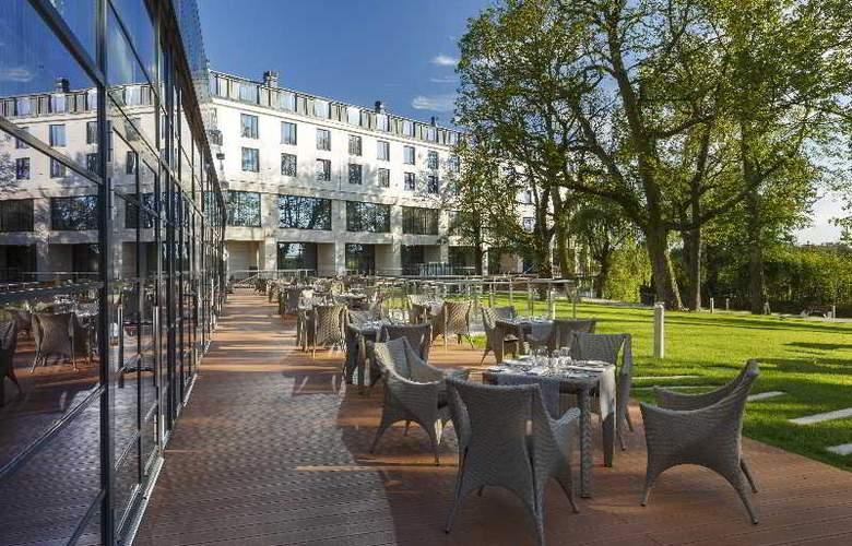 DoubleTree by Hilton Warsaw - Terrace - 8