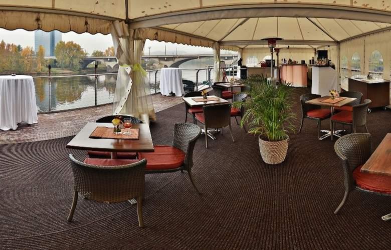 GreenYacht Prague Hotel - Bar - 6