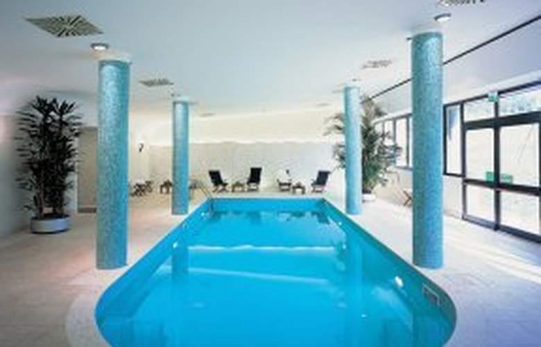 NH Bologna Villanova - Pool - 7