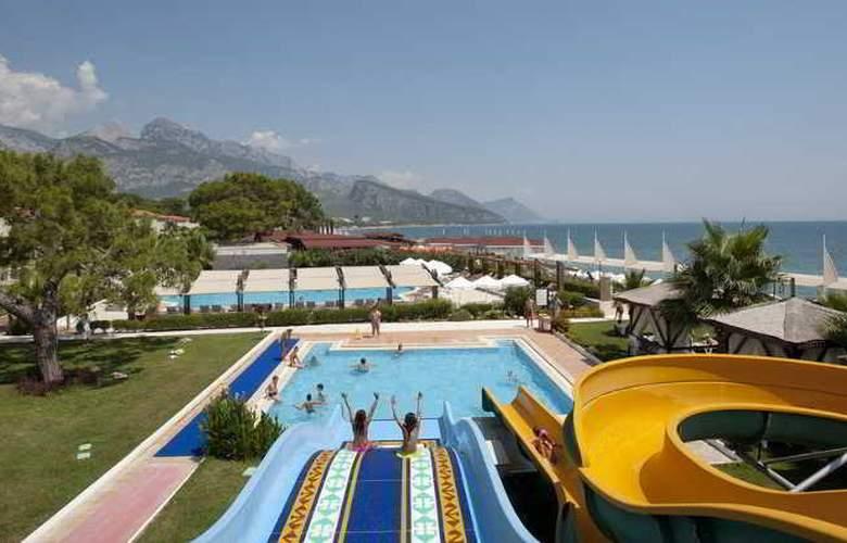 Crystal Flora Beach Resort - Pool - 13