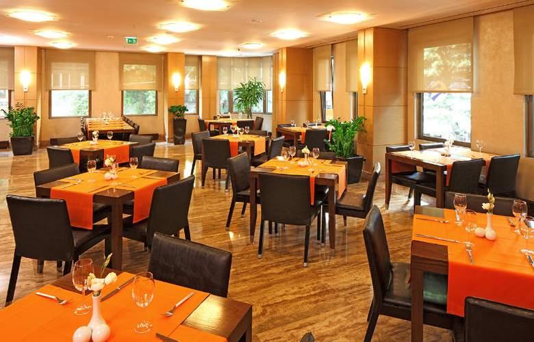 Midtown Hotel - Restaurant - 13