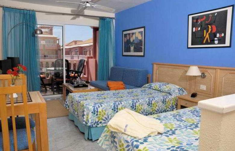 Mar-Ola Park Apartments - Room - 2