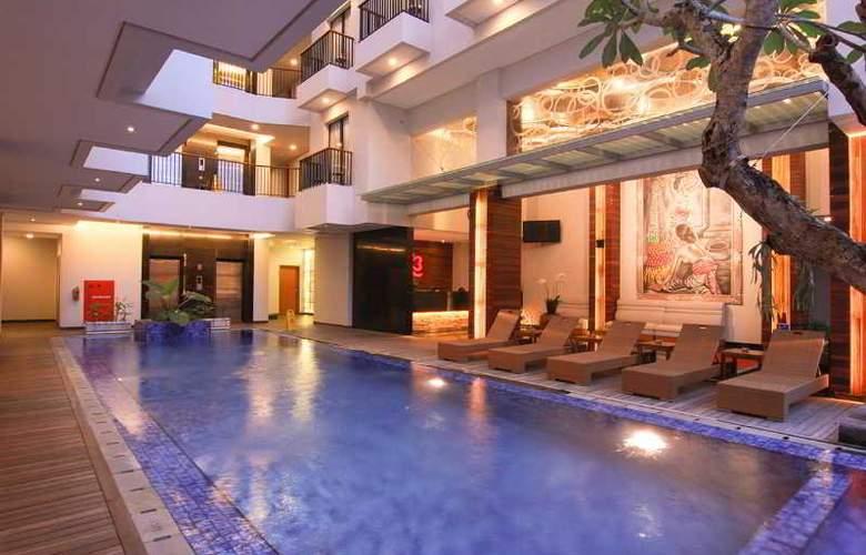Ping Hotel Seminyak - Pool - 11