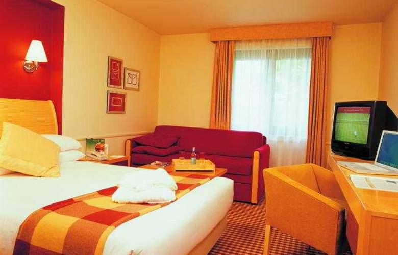 Holiday Inn Taunton M5/J25 - Room - 3