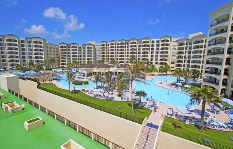 The Royal Caribbean - Pool - 17
