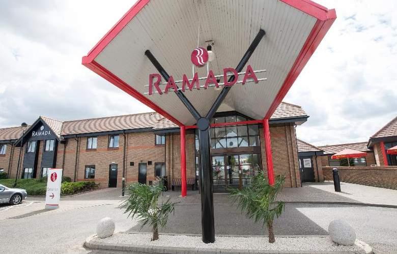 Ramada by Wyndham Cambridge - Hotel - 1