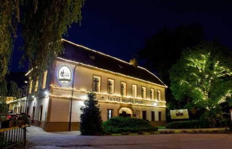 Selsky Dvur Bohemian Village Courtyard - General - 2