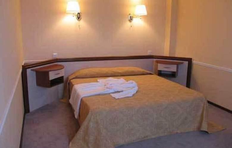Diplomat Hotel - Room - 8