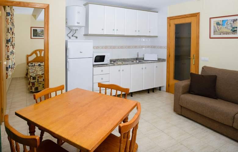 Apartamentos Avenida - Room - 5