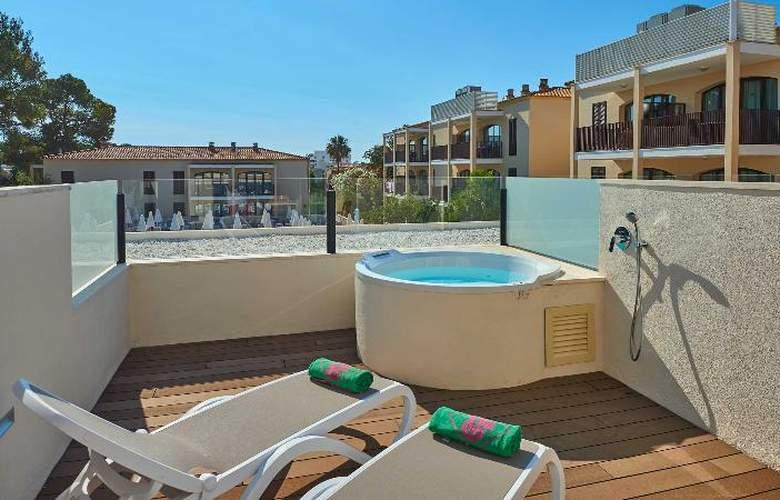 Protur Floriana Resort - Room - 9
