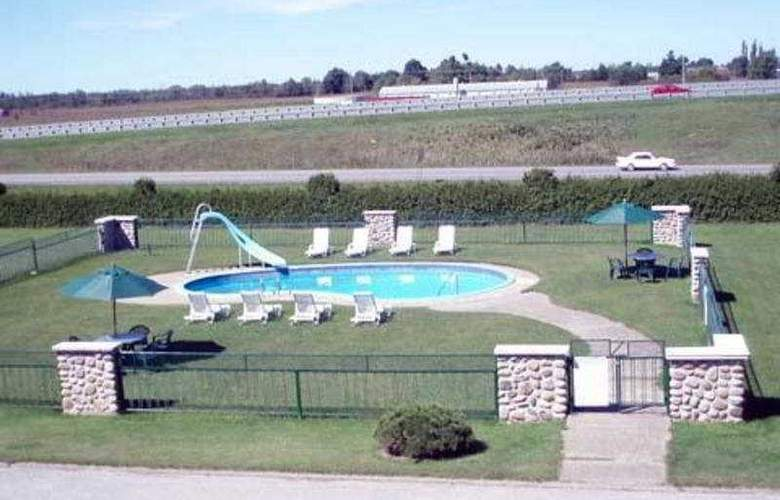 Econo Lodge - Pool - 4