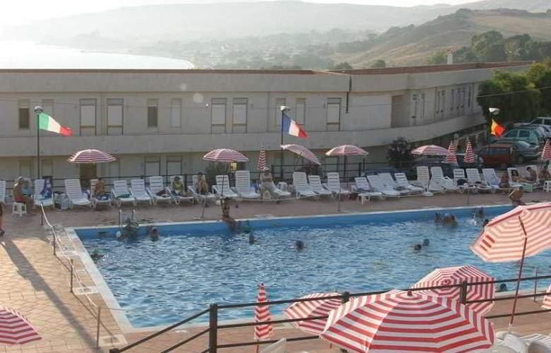 Costa Makauda Residence - Pool - 2