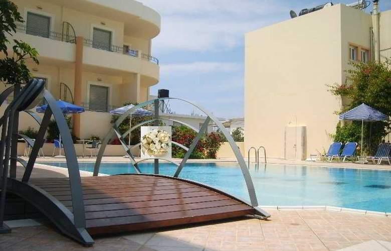 Yakinthos - Pool - 7