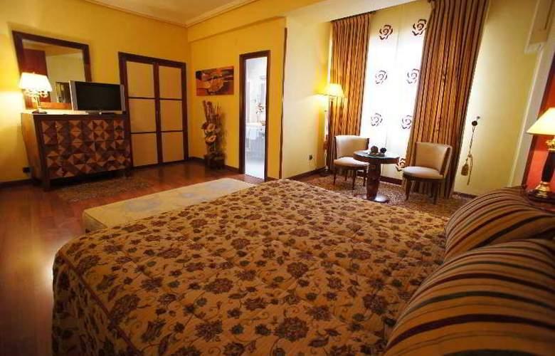 Montermoso - Room - 10