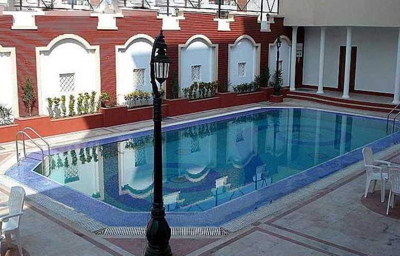 The Amayaa - Pool - 3