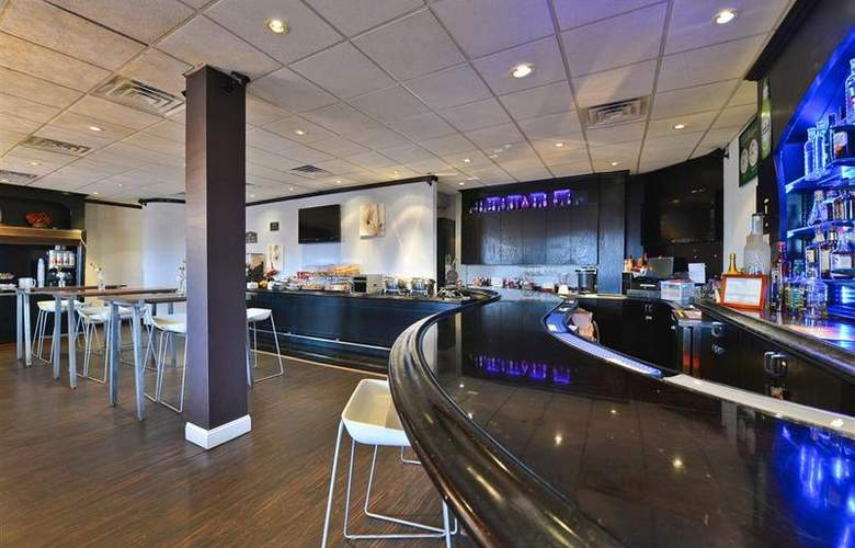 Best Western Plus Newark Airport West - Bar - 98