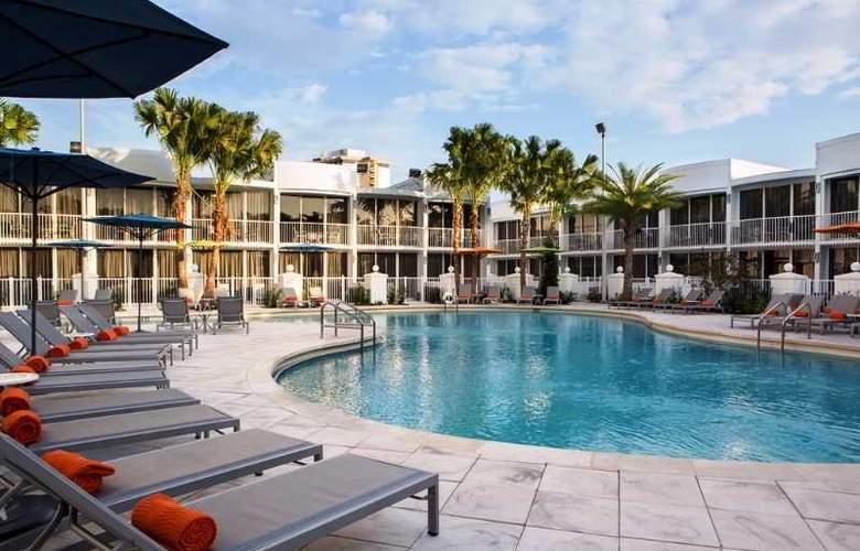 B Resort & Spa - Pool - 3