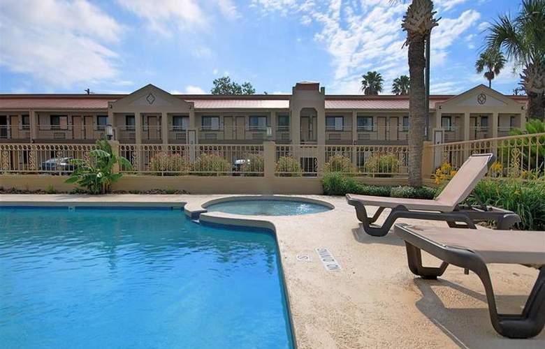Best Western Kingsville Inn - Pool - 102