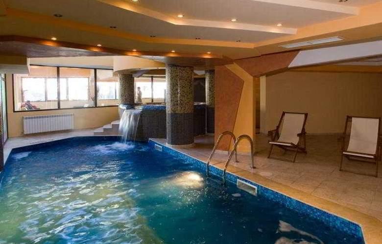 Grand Montana - Pool - 5