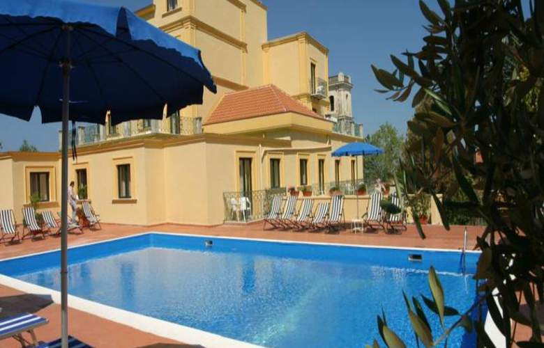 Villa Igea - Pool - 13