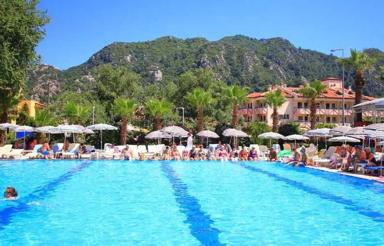 L´ Etoile Beach Hotel - Pool - 17