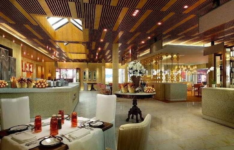 Centara Grand Beach Resort Phuket - Restaurant - 7