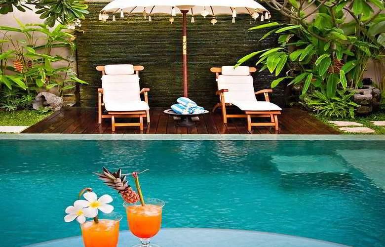 Disini Luxury Spa Villas - Pool - 4