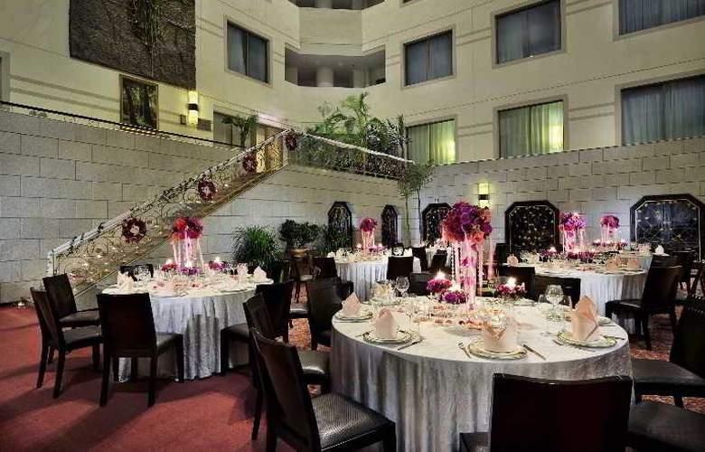 Howard Johnson Paragon - Restaurant - 13