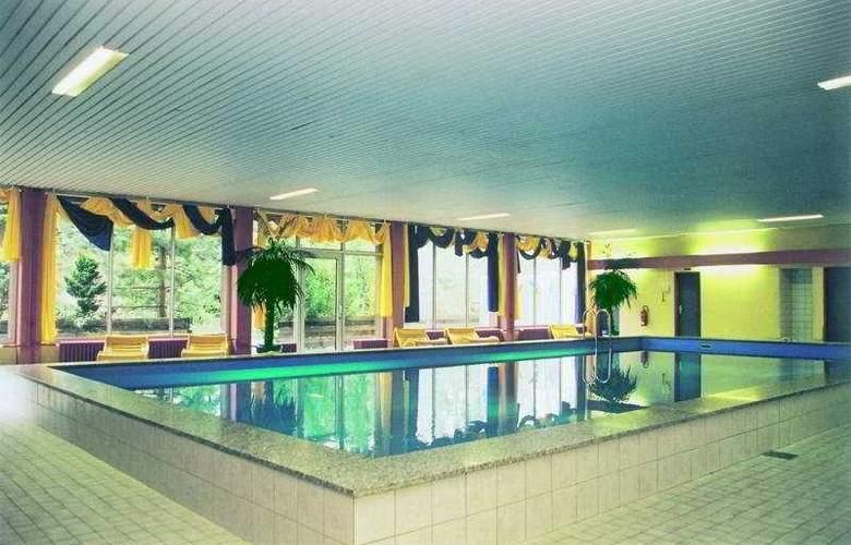 Wyndham Garden Kassel - Pool - 0