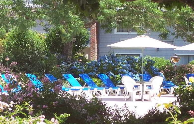 Cape Codder Resort & Spa - Terrace - 9