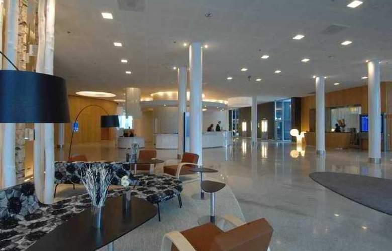 Hilton Helsinki-Vantaa Airport - Hotel - 5