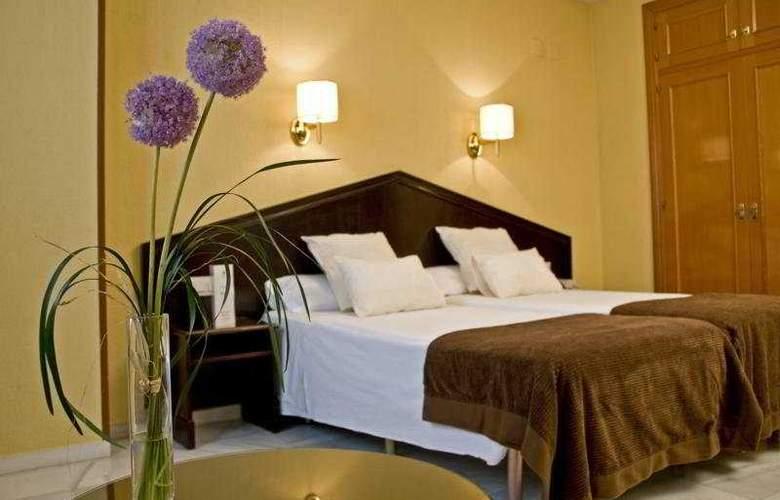 Navas - Room - 5